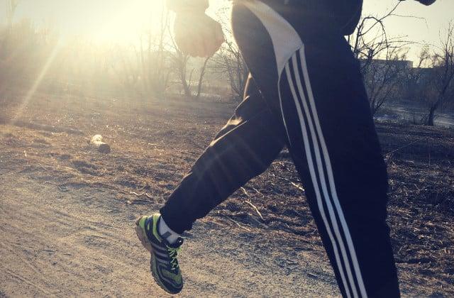 Frühsport - Jogger bei Sonnenaufgang